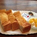 珈琲亭 蚤の市 - トーストとヨーグルトUP