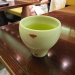 まるや本店 - 食後の緑茶。上品な量