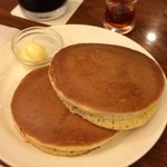 珈琲館 - ホットケーキ/プレーン2枚(390円)。厚みがあって、適度な柔らかさ。なかなか美味しい♫