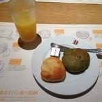 バケット - 食べ放題のパンとフリードリンク