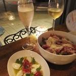 Muu Muu&il Bar CENTRAL BANCO - 水牛モッツァレラチーズのカプレーゼ:500円 +ピノ シャルドネスプマンテ:700円