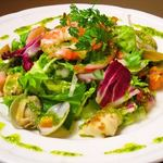 カリヨン - 海の幸の野菜たっぷりサラダ
