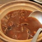 百年亭 - 味噌汁は鍋で提供2人前