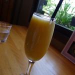 桃の農家カフェ ラペスカ - 桃ジュース