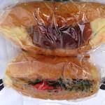 開勢堂ベーカリー - カニクリームコロッケパンと焼きそばパン