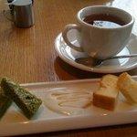BISTRO LAROCHE - 紅茶+ちょっとしたお菓子