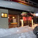 日本亭 - 正月の夜、嬉しくも営業していました。