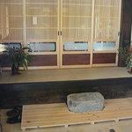 古民家カフェ&ダイニング 枇杏 - 土間と上り框(あがりかまち)