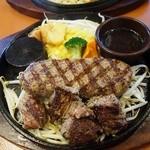 カウベル - 弾力バーグ(180g)&熟成牛カットステーキ(100g)オニオンソース 1,706円