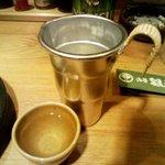 浅草銀鯱 - 「あつかん一合」。アルミカップも久しいのぅ。