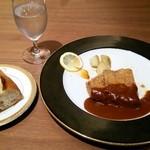 30597599 - 和牛フィレカツとフランスパン                       (野菜とカツを食べてしまった)