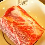 30599061 - 網に載せる前のお肉。