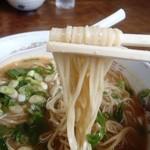 珍竹林 - 麺は細平打ち麺