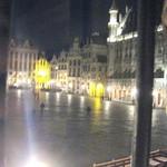30604074 - 店の窓から市庁舎前広場を観る
