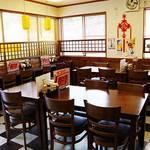 中華料理 龍縁 - 落着いた雰囲気の店内