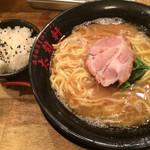 濃厚豚骨醤油ラーメン 太龍軒 -