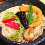 30609837 - 彩りの良い夏野菜と海老のつけ麺。