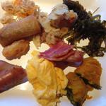大地の恵 - 沖縄色感じられる惣菜類