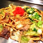 葉なと - 『とんこつクリーム焼きそば』様(850円)塩胡椒で頂く何とも焼きラーメンの進化系のような料理!?