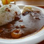 30615886 - 赤カレーは海老の風味強し、独特ですが案外辛くて美味い!