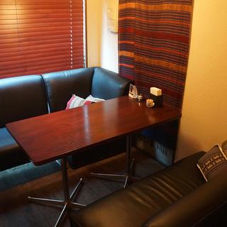 ゆっくりくつろげるソファ席の個室