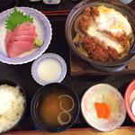 いばら - 初ブリの刺身と豚ヒレカツ卵とじ鍋 980円