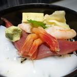 すし王 - 三色丼 ミニ