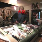 とうきや - 北海道から空輸した魚介類と福岡の新鮮な魚を本物の炉端で目の前で焼いて出してくれるのです。