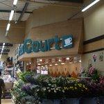 A-Zスーパーセンター フードコート・レストラン - 建物内切り花園芸等のコーナー奥にフードコートがあります。