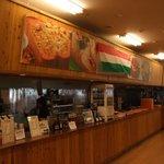 A-Zスーパーセンター フードコート・レストラン - 軽食コーナーセルフカウンターです。