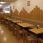 A-Zスーパーセンター フードコート・レストラン - 軽食コーナー前の客席です。