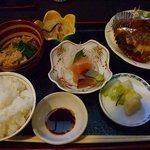 旬味 にしで - お任せ定食1000円。
