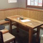 やきとり たにむら - テーブル席。最大10名様可能です。(だいだい8名様ぐらいが一番いいです。)
