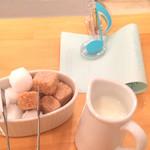 グレイス カフェ - ミルク・シュガー・伝票クリップも可愛らしい