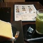さくらの夢見屋 - 本日のパスタか、おうどんに 飲み物とケーキがついて1300円。 デザートのケーキ、 めちゃめちゃデカイです。 メニューと比べて見てください(*^^*)