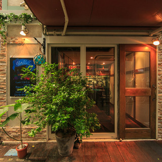 大通りから一本入った隠れ家的な一軒家レストラン