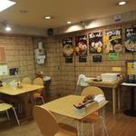 翔山 - テーブル席
