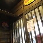 ラーメンヨシベー - 出入り口