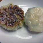 菜香苑 - ニラ、エビ入り餃子の裏表