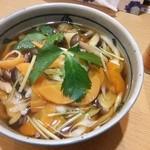 なか屋 - 復活!野菜うどん 麺は以前の手打ちではないですが、出汁の旨さは健在ですね^^旨いです。