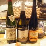 3064255 - 高すぎず美味しいの・・といったら持ってきてくれたワインたち