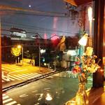 Rue Favart - 3F 窓際:角のテーブル