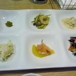 CAFE&KITCHEN ROCOCO - おかずのお皿はひじき等身体に優しいおかずが6種類一口サイズで盛り合わせてありました。
