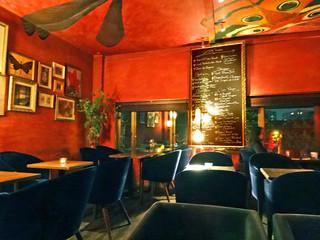 Rue Favart - 左奥のテーブルでディナー