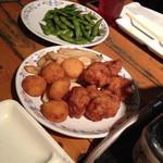 ニユートーキヨー ビヤガーデン - 揚げ物、枝豆(しょっぱかった)もあります。