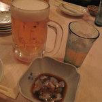 とうきや - ビールと小鉢のナマコです。