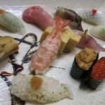 30650924 - 鯛、鯵、ハマチ、いくら、うに、生アナゴ、海老、穴子、ヒラメ、トロ、アオヤギ、イカ、卵焼き。