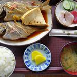 くいくい - 料理写真:魚煮つけ1050円