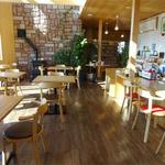 ファームレストラン野島さんち - 太陽の日差したっぷりの店内