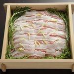 朧月 - 広島のブランド豚 幻霜豚のせいろ蒸し